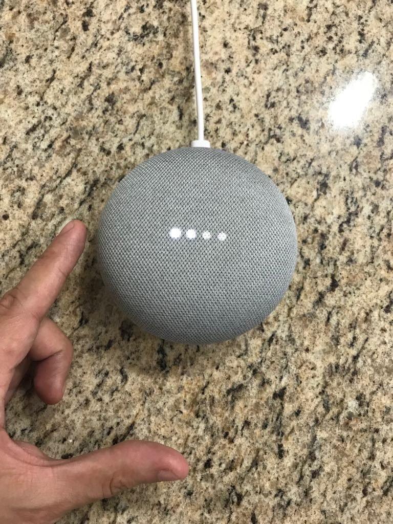 como bajar el volumen del google home mini
